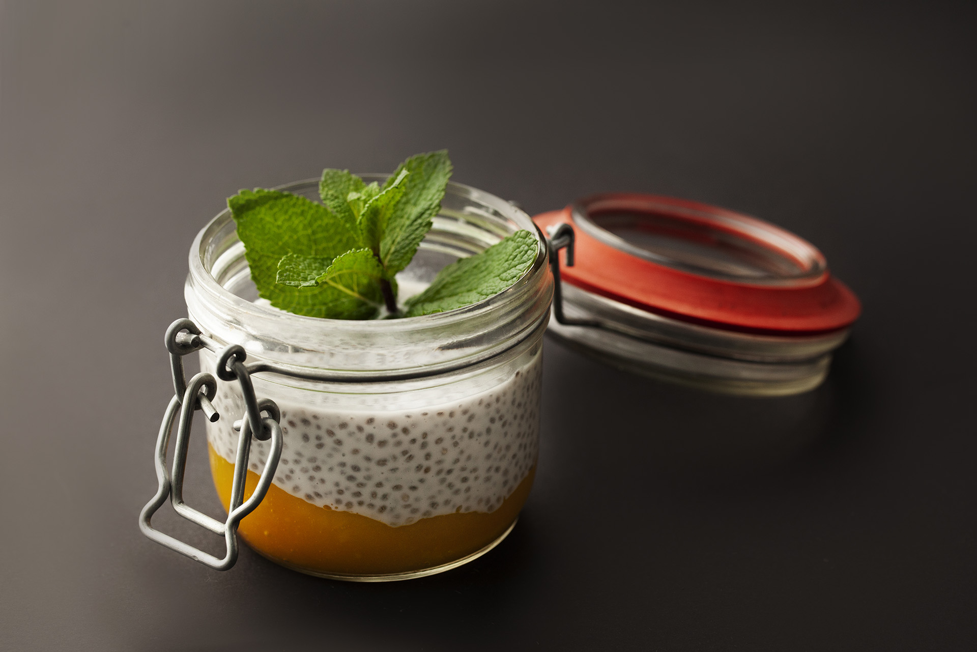 Пудинг с семенами чиа и манговым пюре