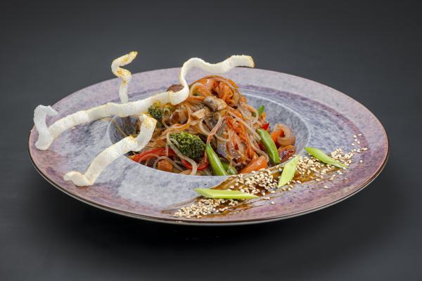 Стеклянная рисовая лапша с овощами